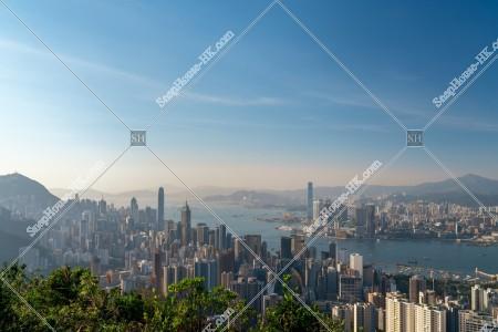 香港島と九龍半島のスカイラインビュー