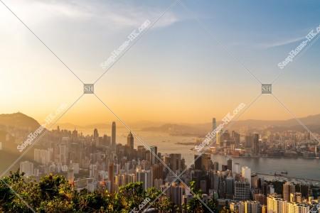 香港島と九龍半島の夕方のスカイラインビュー その②