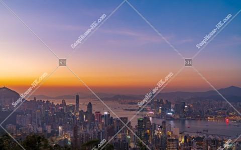 香港島と九龍半島の日没後のスカイラインビュー その①