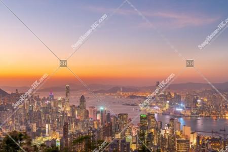 香港島と九龍半島の日没後のスカイラインビュー その③