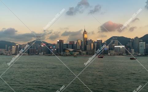 日没時間帯の香港島の高層ビル群 その⑧