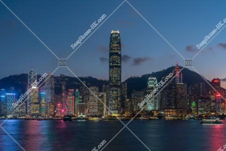 日没後のセントラル(中環)の高層ビル群の風景 その①