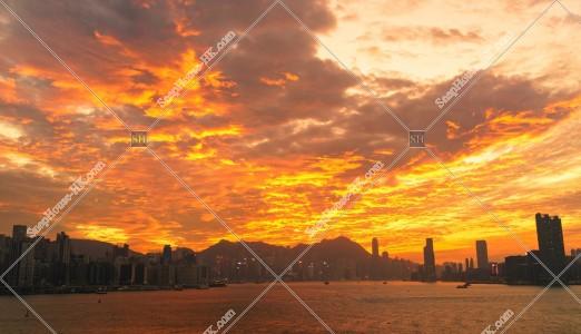 夕方の巻積雲と香港の都市風景 その⑩