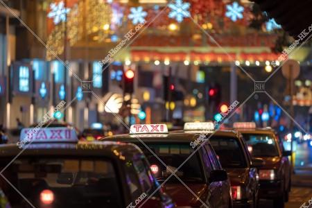 客待ちのタクシーの列