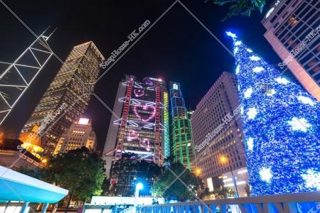 セントラル(中環)の高層ビル群とクリスマスツリーの夜景 その⑥