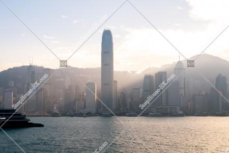尖沙咀から見るスモッグ時のセントラル(中環)の高層ビル群の夕景 その③