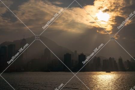 尖沙咀から見るスモッグ時のセントラル(中環)から上環の高層ビル群の風景 その②