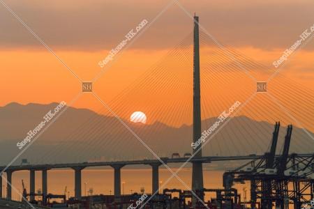夕陽と昂船洲大橋(ストーンカッターズ橋) その①
