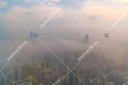 ヴィクトリア・ピークから見る香港の都市と雲海 その①