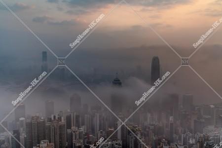 ヴィクトリア・ピークから見る香港の都市と雲海 その⑪
