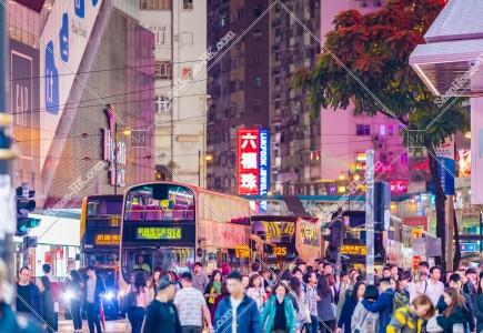 夜の銅鑼灣の街並み その③