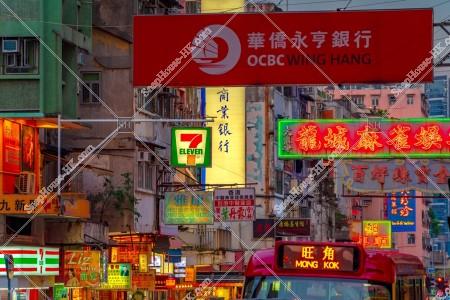 九龍城の夕方の街並みと看板 その⑩