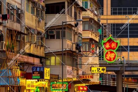 九龍城の夕方の街並みと看板 その⑪
