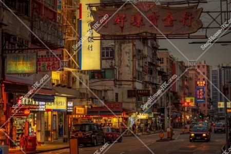 九龍城の夕方の街並みと看板 その⑫