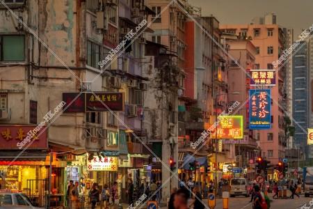 九龍城の夕方の街並みと看板 その⑬