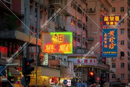 九龍城の夕方の街並みと看板 その⑭